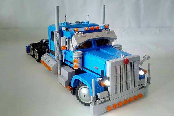 Peterbilt 389 RC LEGO Truck