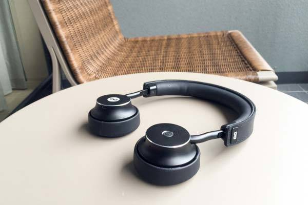 doublepods click to share bluetooth on ear headphones gadgetsin. Black Bedroom Furniture Sets. Home Design Ideas