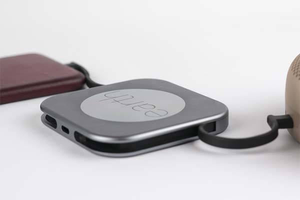 Pluto Wireless Power Bank with USB-C and Lightning Cables