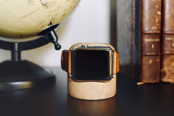 Totm+Travl Bluetooth Apple Watch Charging Dock Interacts with Smart Home Devices