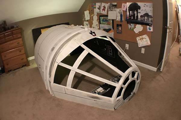 DIY Star Wars Millennium Falcon Playhouse