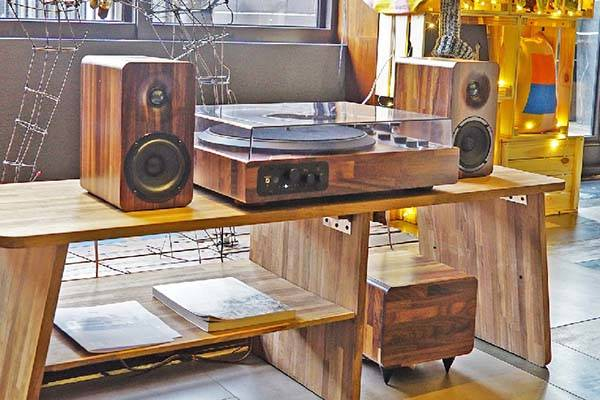 TT8 Wooden Turntable with WiFi and Bluetooth