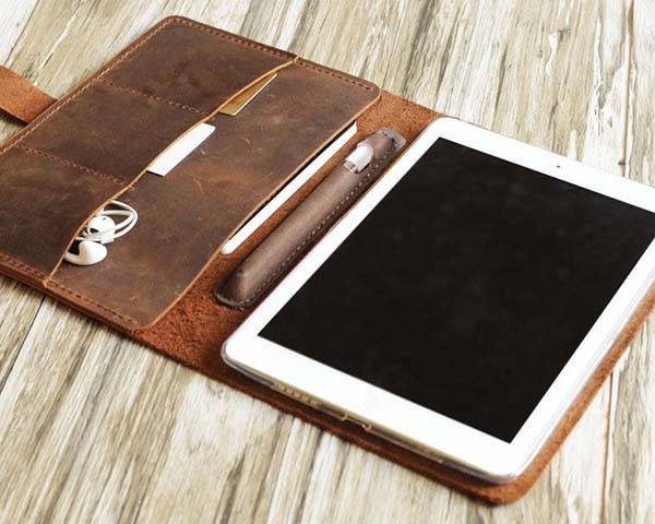 finest selection f69d6 57536 Handmade Personalized Leather iPad Pro Case with Apple Pencil Holder ...