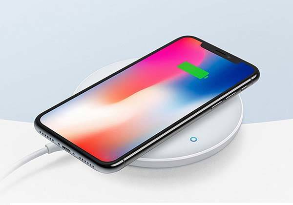 Anker PowerWave 7.5W Fast Wireless Charger with QC 3.0 AC Adapter
