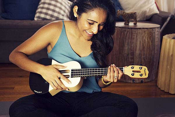 Populete App-Enabled Smart Ukulete with LED Fretboard