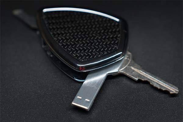 ShieldX Aluminum and Carbon Fiber Key Holder