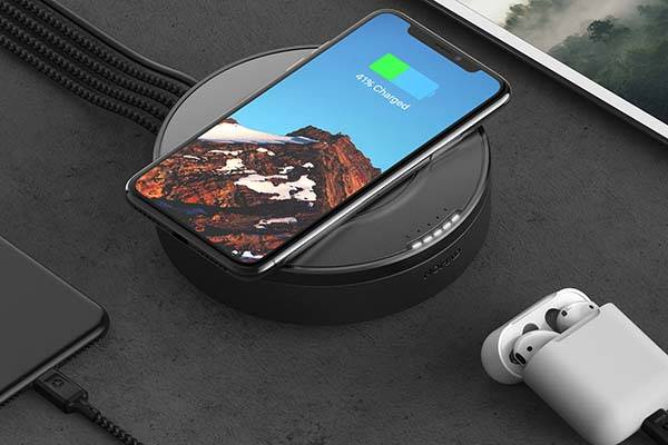 nomad_wireless_charging_hub_1.jpg