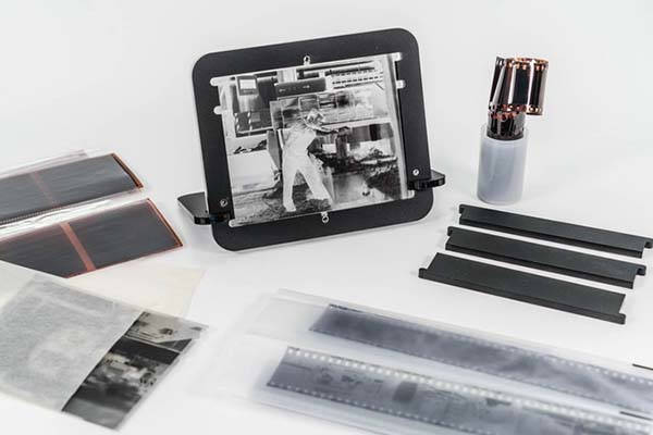 Pixl-latr Digitizes Your 35mm, 120 and 4x5 Negatives and Transpancies