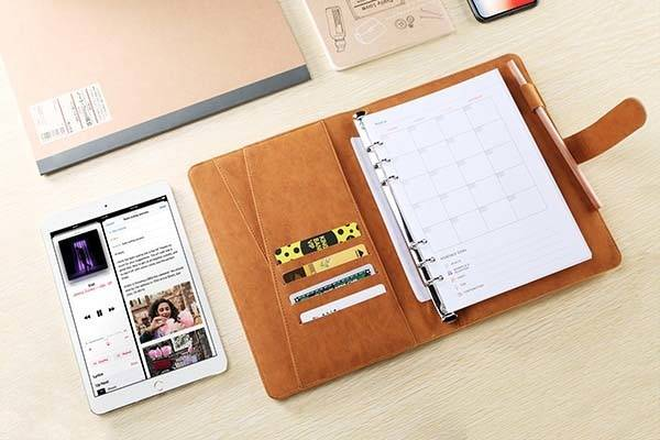 Tesmo Leather Planner with Portable Wireless Charger