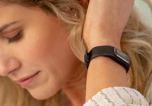 Garmin vivosmart 4 Activity and Fitness Tracker