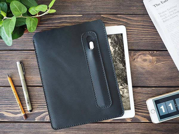 handmade_customizable_11inch_ipad_pro_leather_sleeve_with_apple_pencil_holder_1.jpg