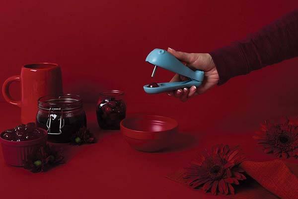 OTOTO Design Hippo Olive and Cherry Pitter