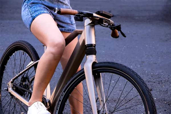 Calamus One Smart Electric Bike with Blindspot Assist, Biometric Scanner and GPS