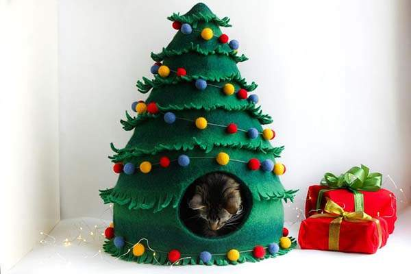 Handmade Christmas Tree Shaped Wool Felted Cat House