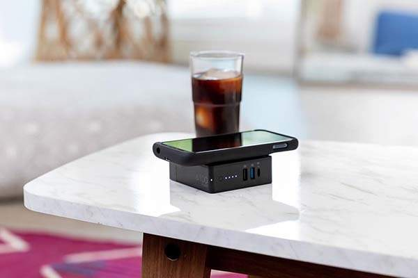 Mophie Powerstation Hub USB/ USB-C Wall Charger Doubles as Wireless Power Bank