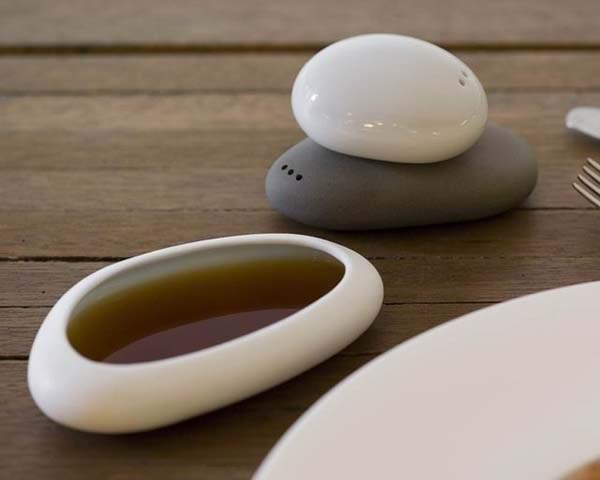 Balance Salt & Pepper Set with a Dipping Plate