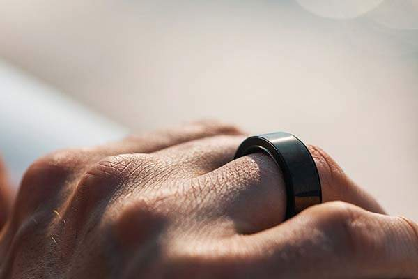 Circular Smart Ring with Infrared Heart Rate Sensor