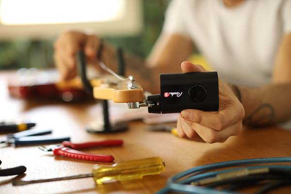 Roadie 3 Automatic Instrument Tuner Fits Instruments with Geared Pegs