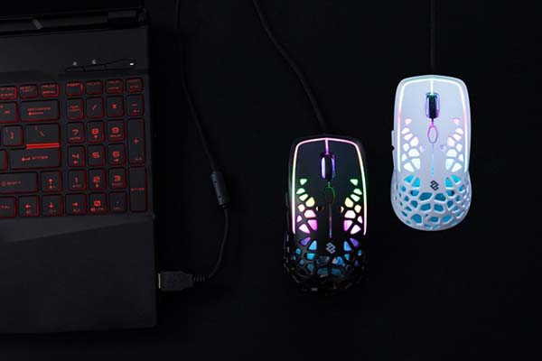 Zephyr Lightweight Gaming Mouse with Built-in Fan
