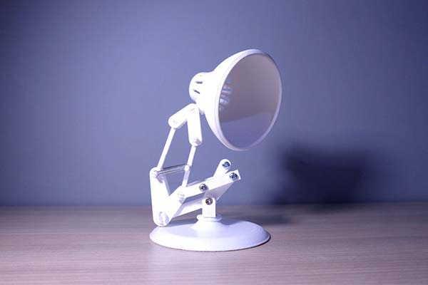3D Printed Pixar Lamp Replica with Articulated Design