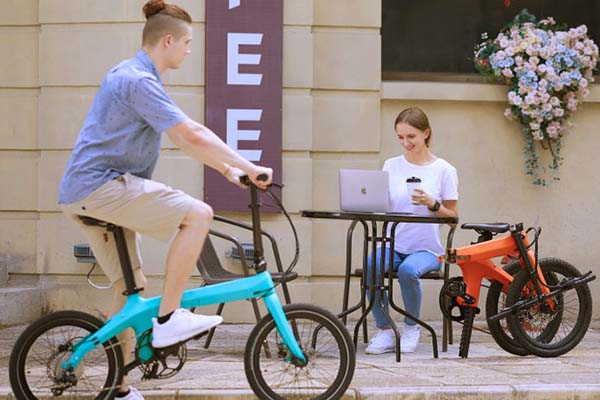 Éole Folding Electric Bike with Carbon Fiber Design