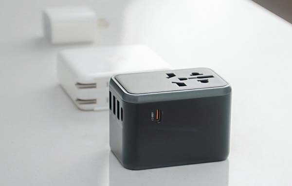 WorldPlug Universal Travel Adapter with up to 60W Power Delivery