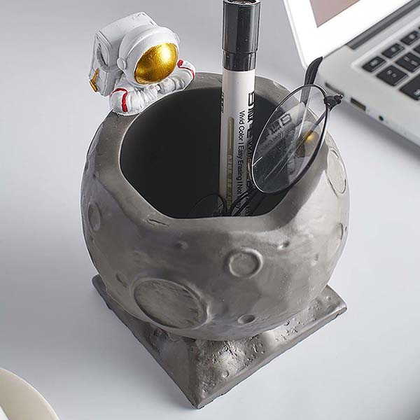 Handmade Creative Astronaut Pen Holders with Moon Craters