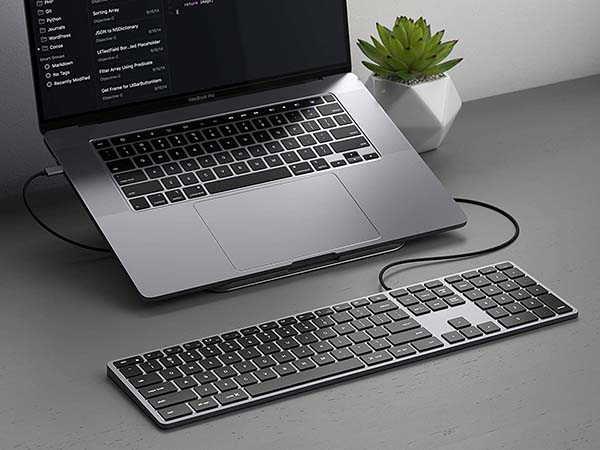 Satechi Slim W3 Wired Backlit Keyboard with Numeric Keypad
