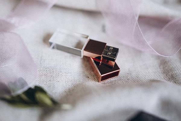 Handmade Engraved Crystal USB Stick with Magnetic Cover