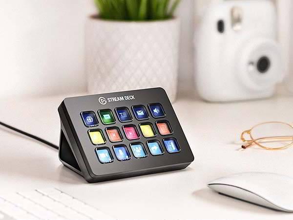 Elgato Stream Deck MK.2 with 15 Customizable LCD Keys