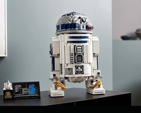 LEGO Star Wars R2-D2 Collectible Building Set