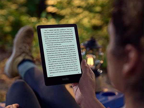 Amazon Kindle Paperwhite Signature Edition with Wireless Charging and 32GB Storage