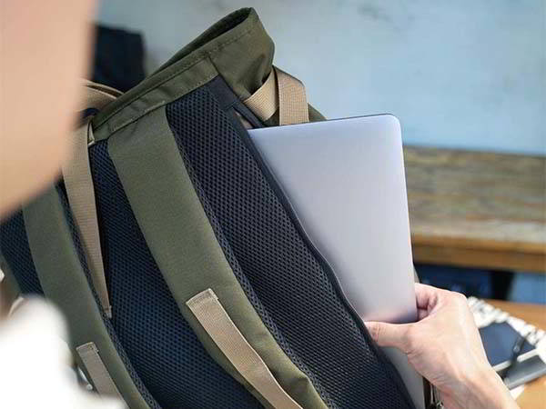 bitplay Daypack 24L Water-Repellent Laptop Backpack Supports 15-Inch Laptops