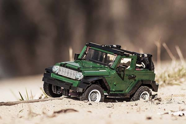 Jeep Wrangler Accessories 2017 >> The LEGO Jeep Wrangler Ready to Park in Your Showcase | Gadgetsin