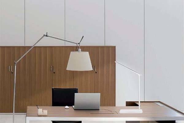 The LED Desk Lamp with Wireless Charging Pad and USB Port ...